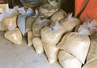 青竹を砕くと1ミリ~5ミリ程度の竹粉(竹パウダー)ができます。